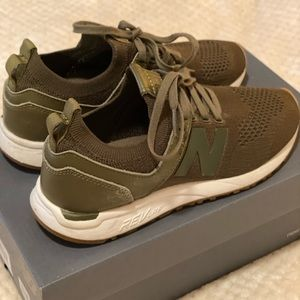 Women's New Balance WRL247SR - Army Green - Size 7